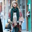 Taylor Swift se apunta a la tendencia de la temporada... ¡El poncho!