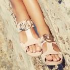 Presume de pedicura con tus primeras sandalias