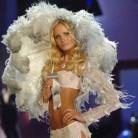 El ángel de Victoria's Secret Yfke Sturm, en coma tras sufrir un accidente