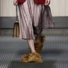 Los zapatos peluche: De la pasarela... ¿a la calle?