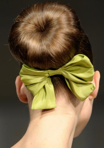 Moño alto de Oscar de la Renta - Recogidos de moda primavera 2011