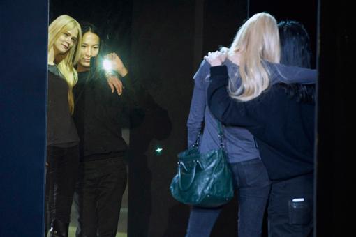 Carmen Kass y Alexander Wang en Backstage NY Fashion Week - TELVA