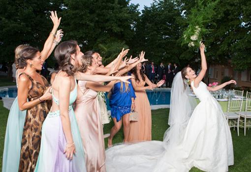 El lanzamiento del ramo de novia - TELVA