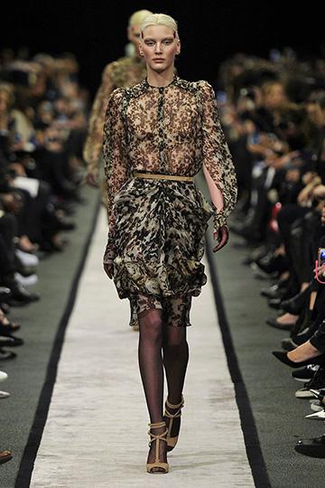 Givenchy Otoño-Invierno 2014/15 foto 01 - TELVA