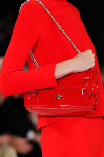 Bolso rojo de Ralph Lauren - TELVA