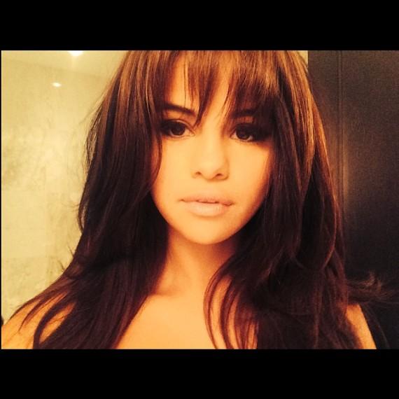 El nuevo flequillo <em>Suki</em> de Selena