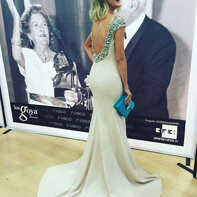 0c7865a010 Amaia Salamanca mostrando su vestido de Pronovias - Los Goya en Instagram -  TELVA.com