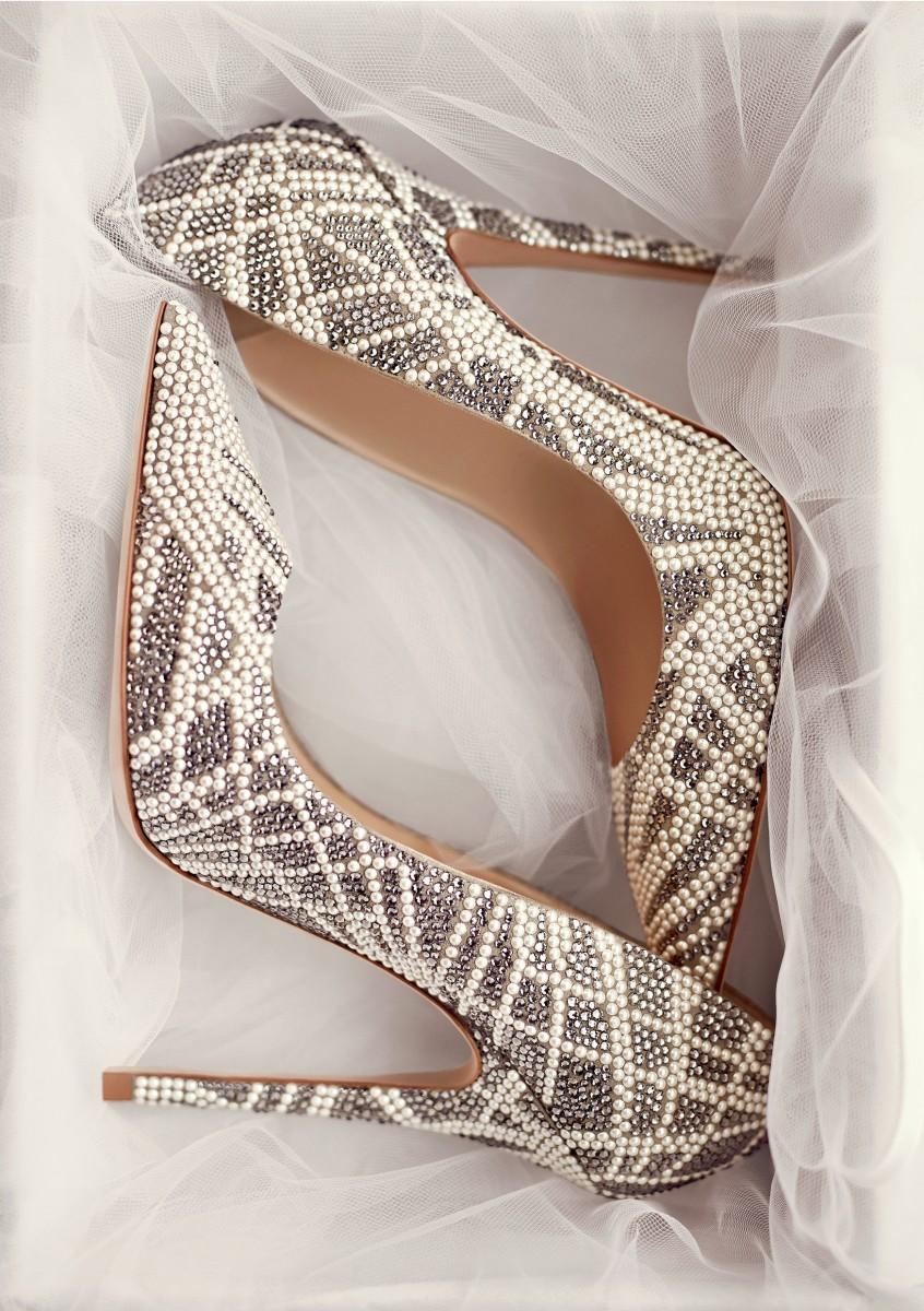 Reunión Rodeado Teoría establecida  Salones con cristales de Swarovski - Zapatos de novia - TELVA.com