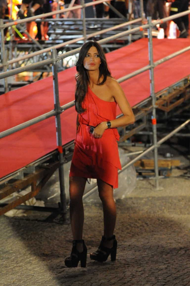 Rojo Estilo Sara Carbonero Ese De El Vestido Nnm0POv8wy