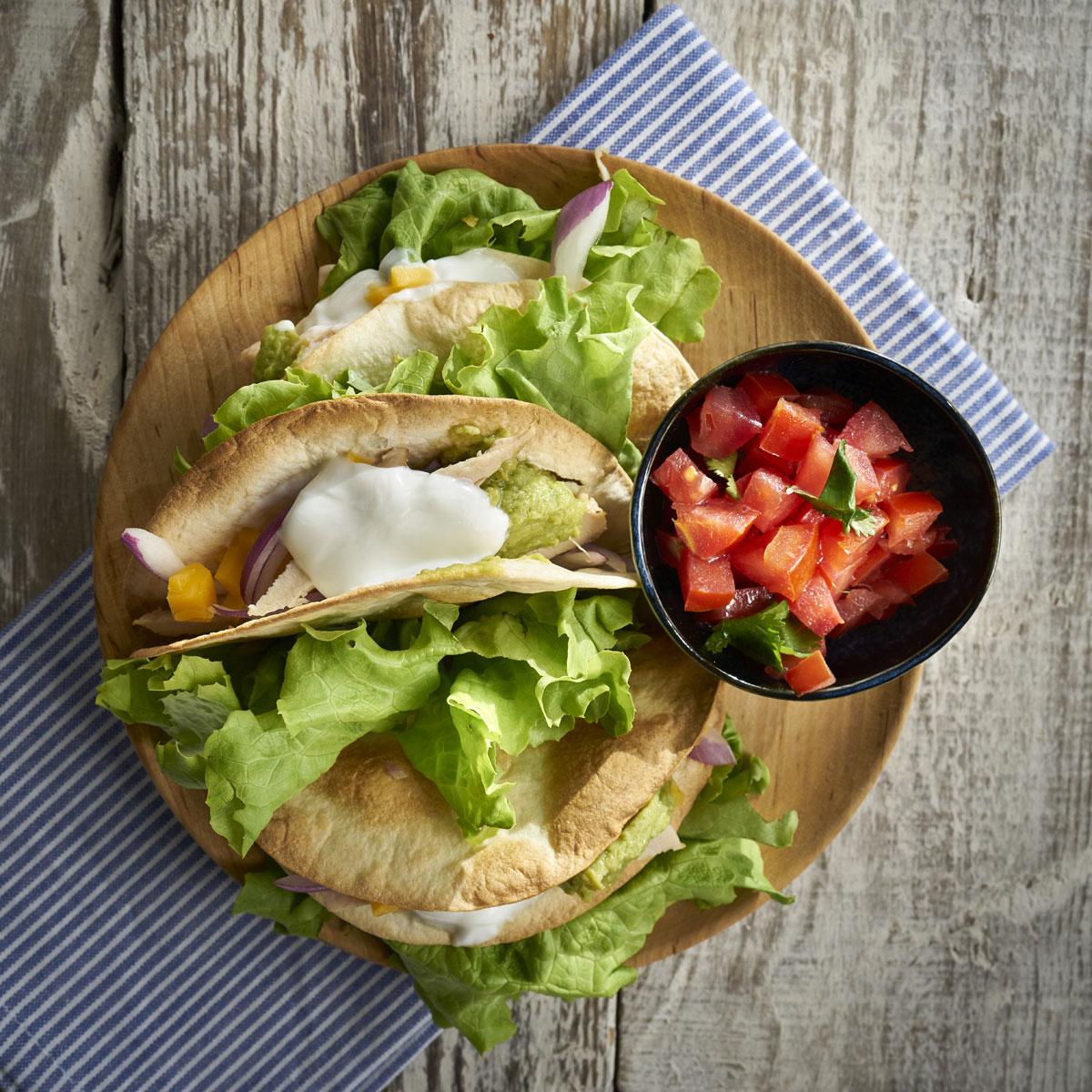 Tacos de pollo asado con pico de gallo