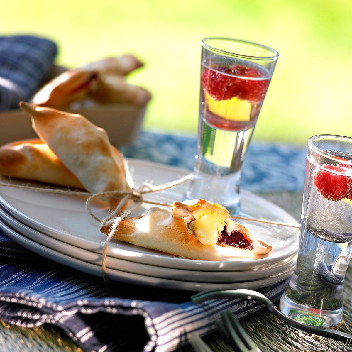 Empanadillas de brie y frambuesa