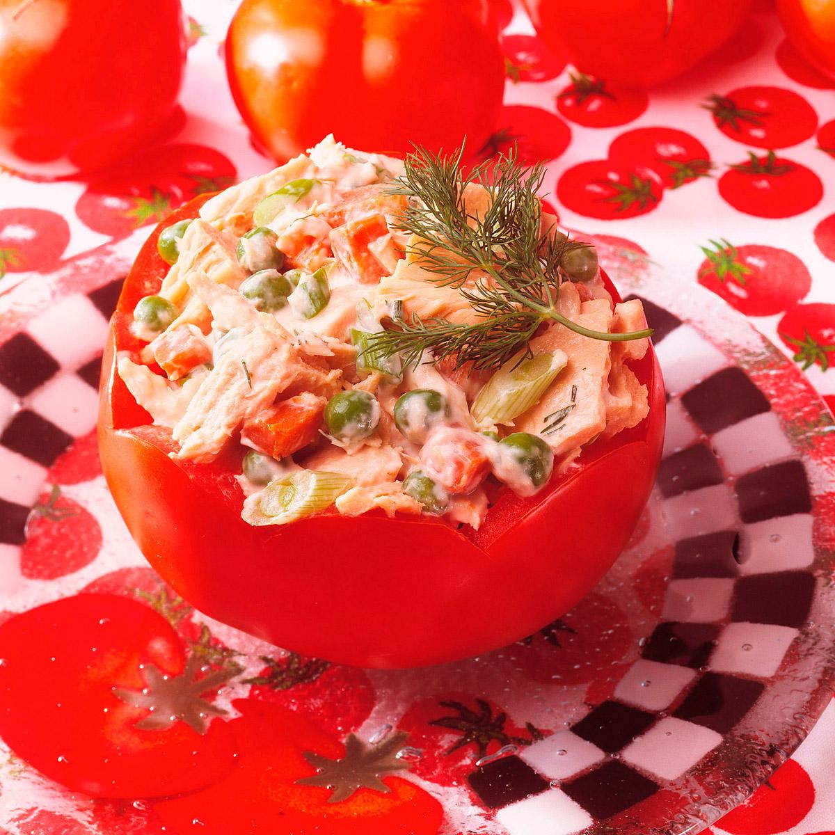 Tomates rellenos de atún con mayonesa
