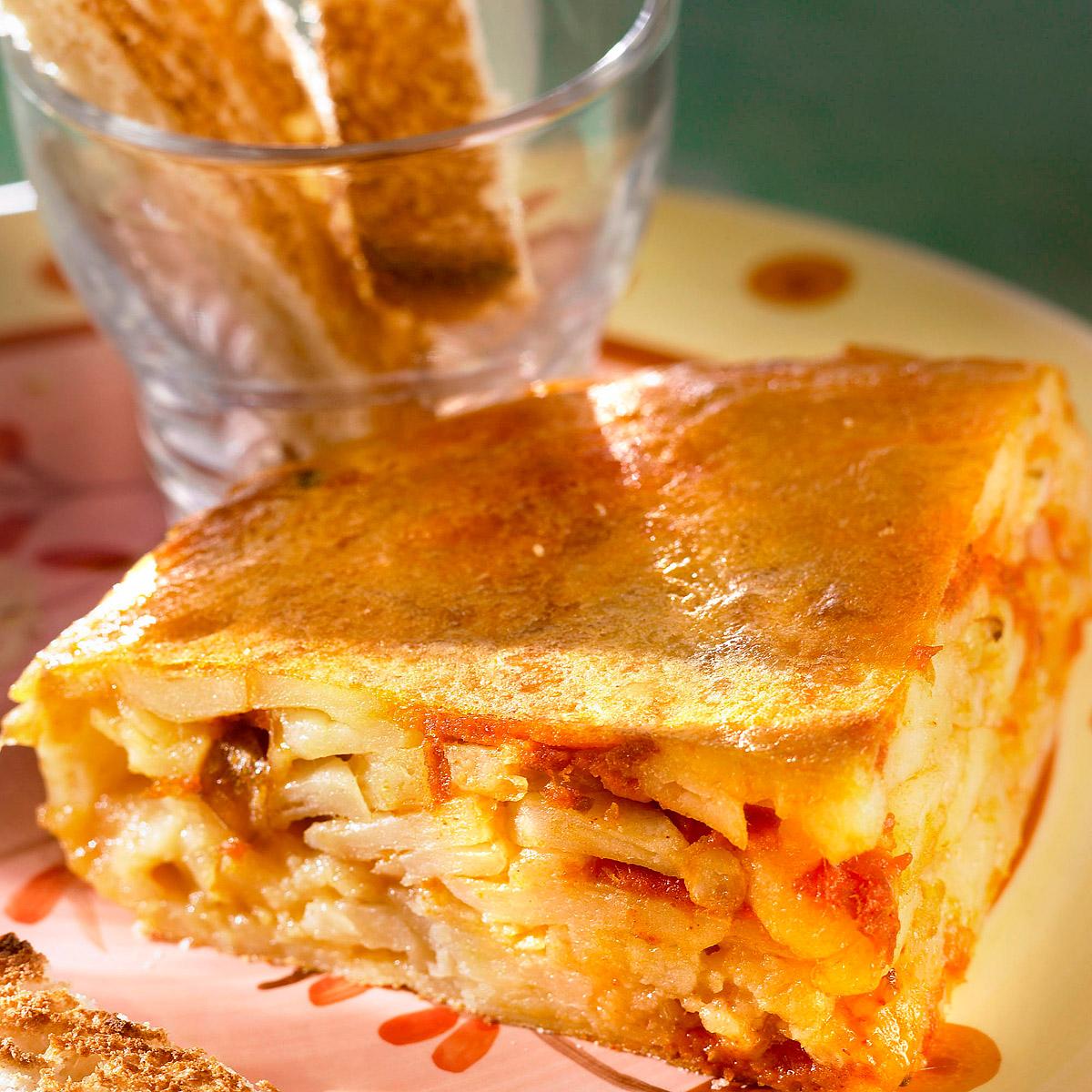 Tortilla guisada en salsa de tomate