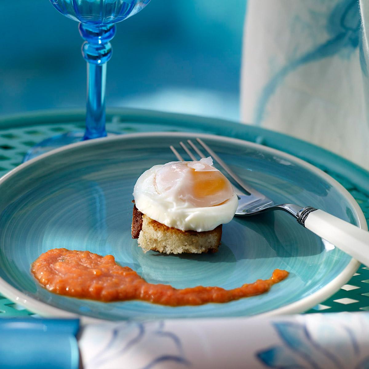 Huevo escalfado con salsa de pisto