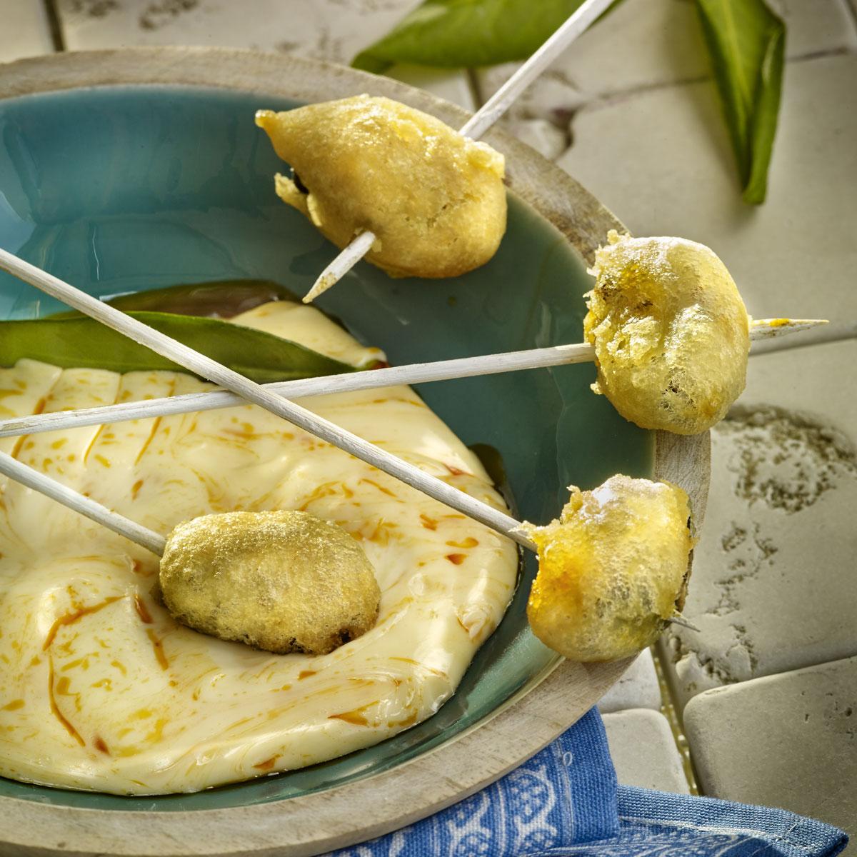 Mejillones en tempura y su salsa