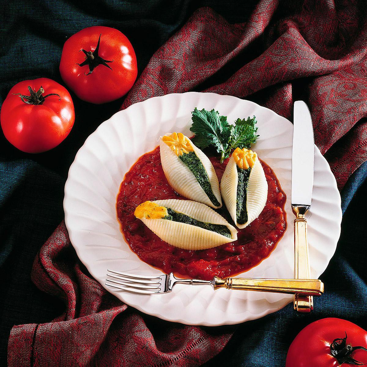 Caracolas con panceta, queso y espinacas
