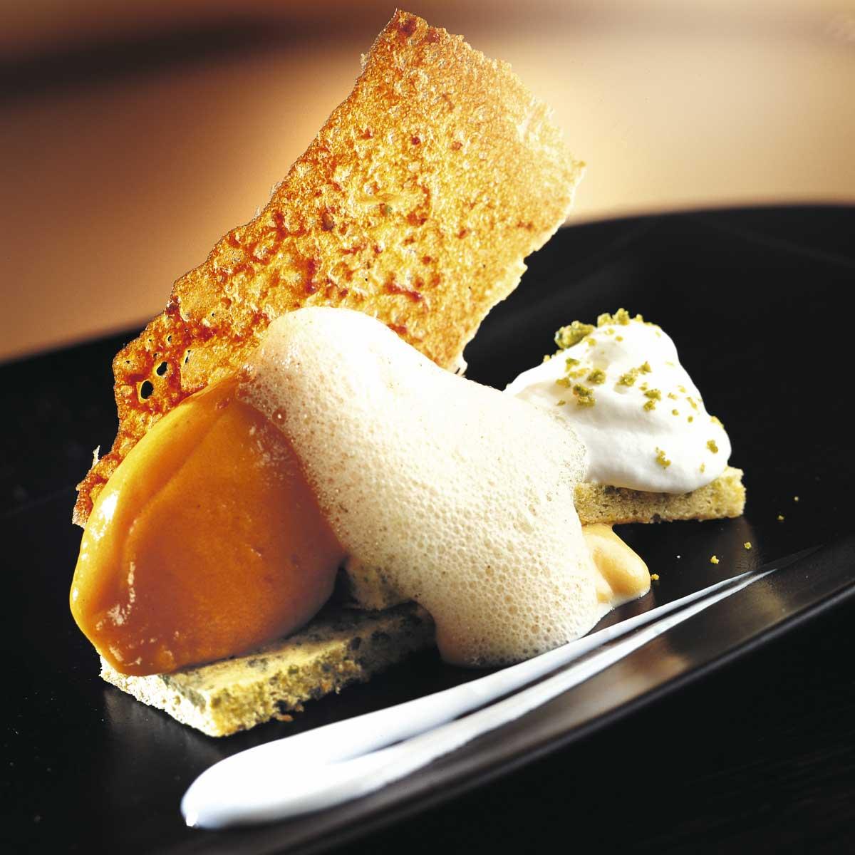 Bizcocho de pistacho con helado de calabaza