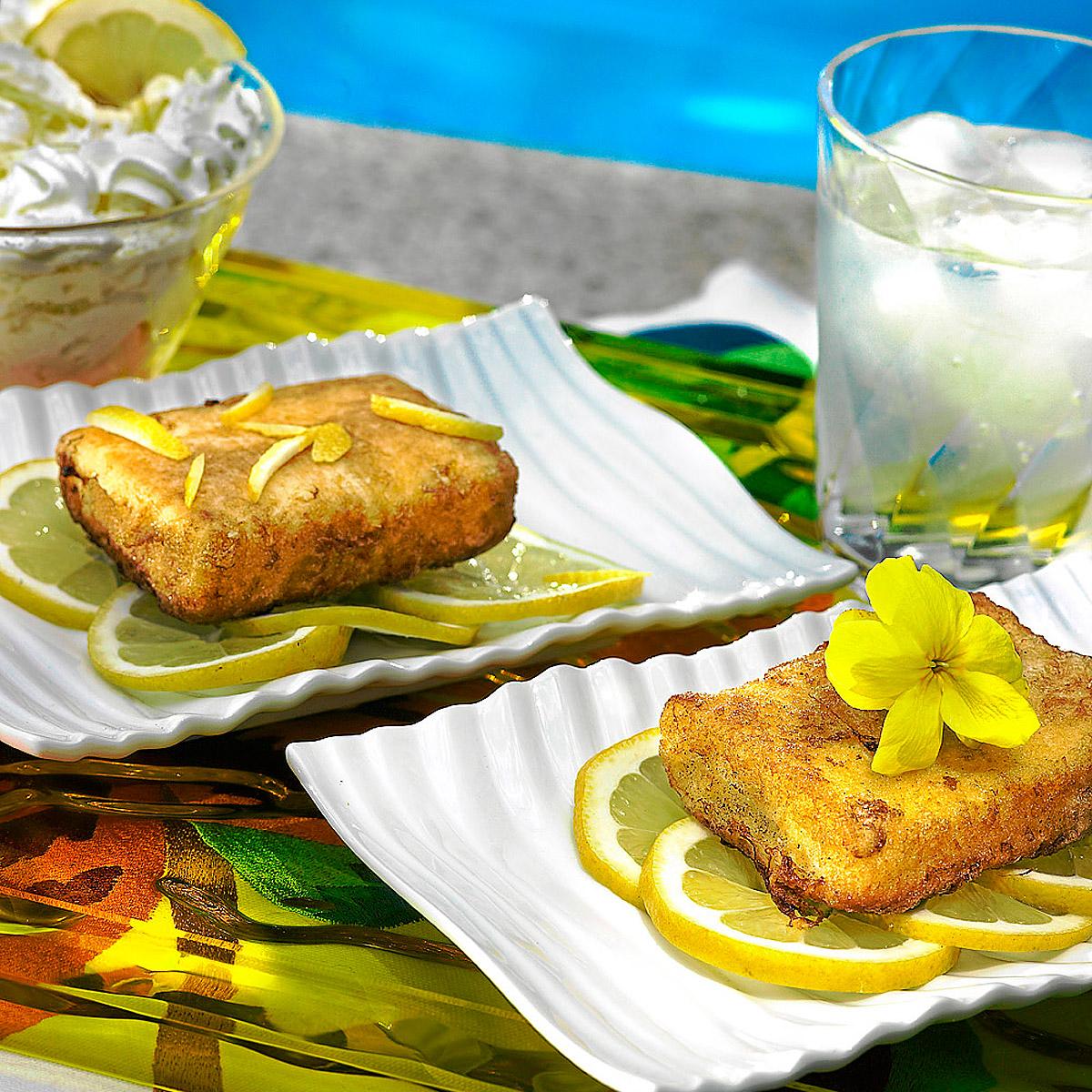 Torrija de sobao con chantilly de limón