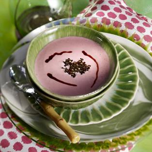 Ajoblanco de fresones con caviar de vinagre Módena