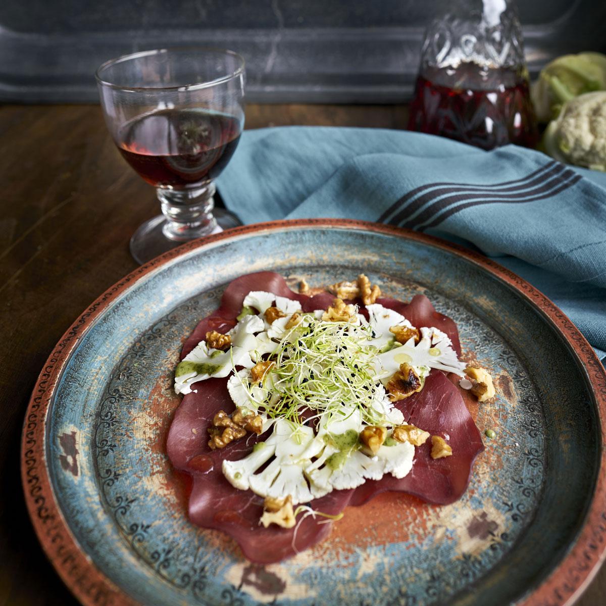 Carpaccio de bresaola y coliflor