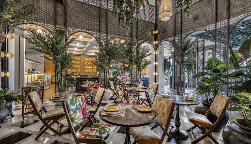 Su espacio gira entorno a un patio inspirado en la arquitectura...