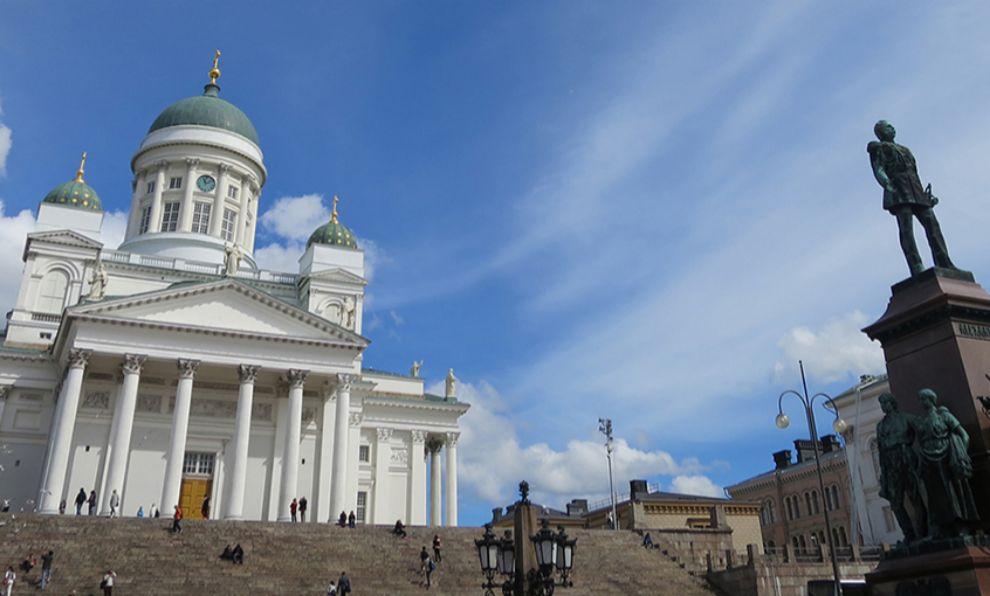 Plaza del Senado,con la Catedral luterana y la estatua del Zar...