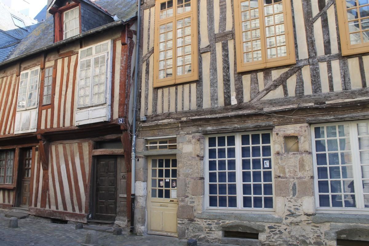 Recorrer Rennes es saltar de un siglo a otro con tan solo cruzar una...