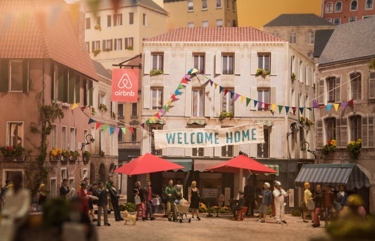 Airbnb es una de las apps más populares de alojamientos alternativos...