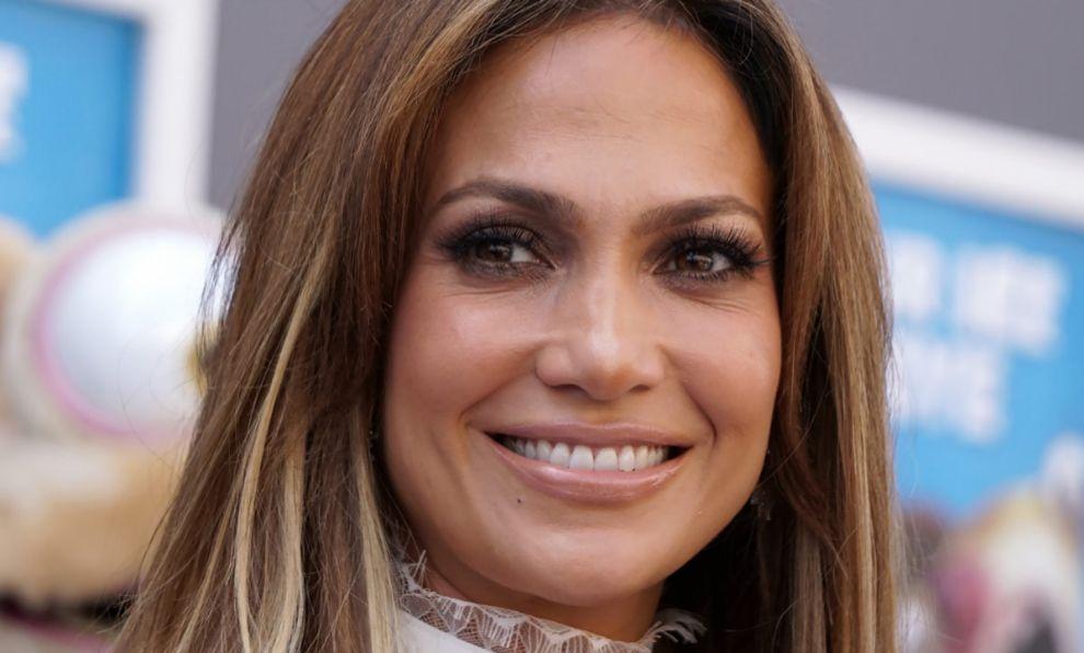 La cantante J-Lo luce piel y curvas gracias a la dieta y los...