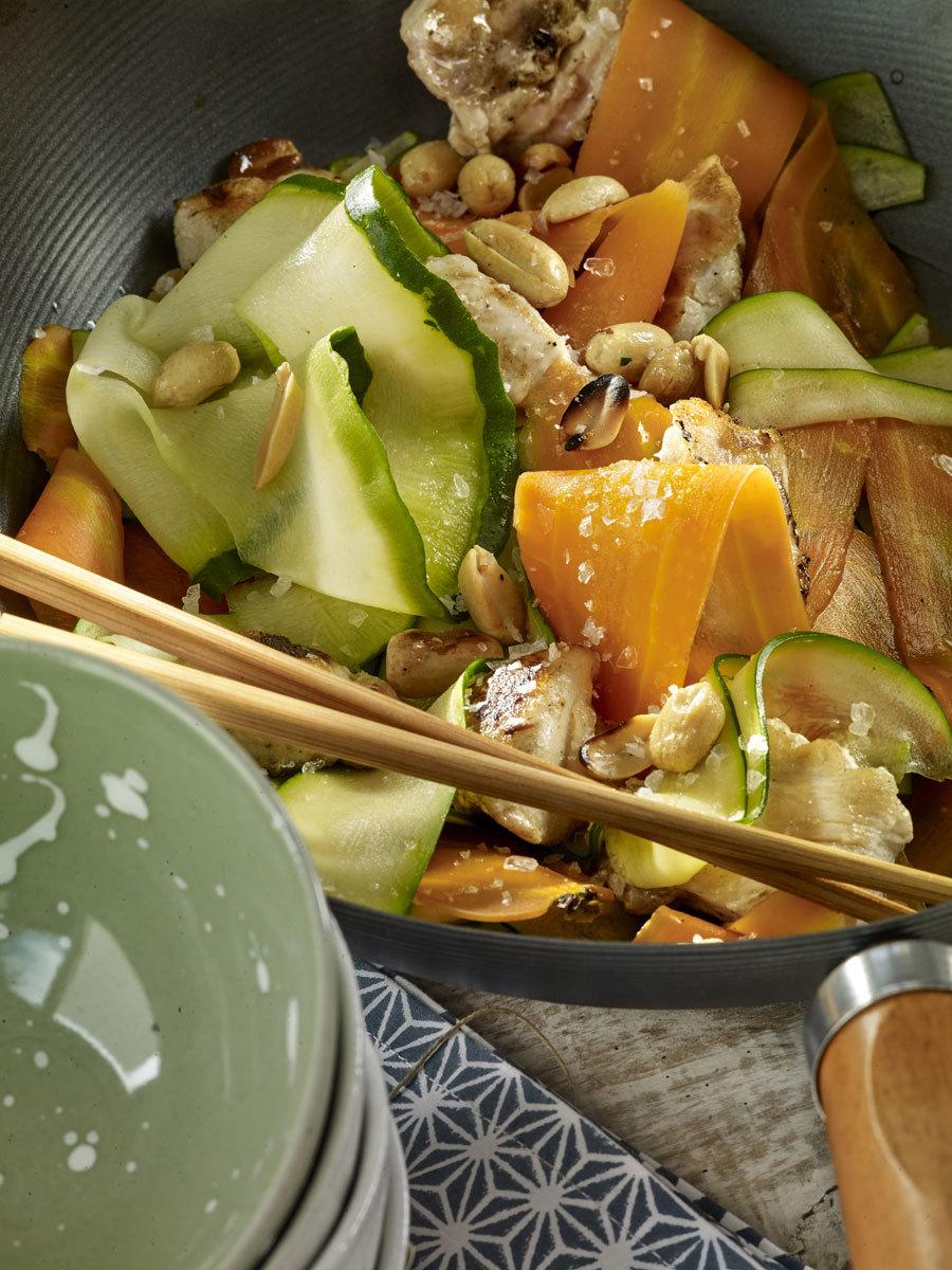 Noodles de calabacín y zanahoria al wok