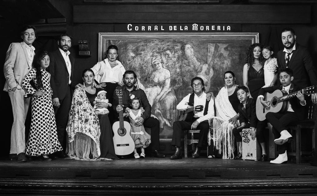 Pepe Luis (hijo de Luis Habichuela) con sus hijos Ariel, Soleá y...
