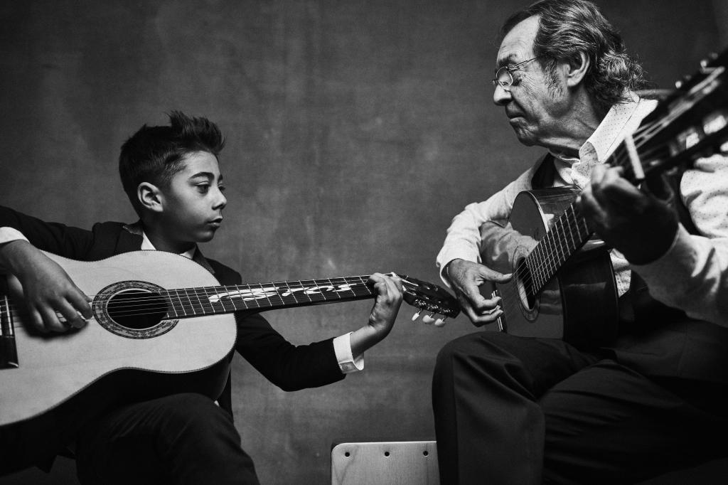 El pequeño Luis va a casa de su tío Pepe para que le de clases de...