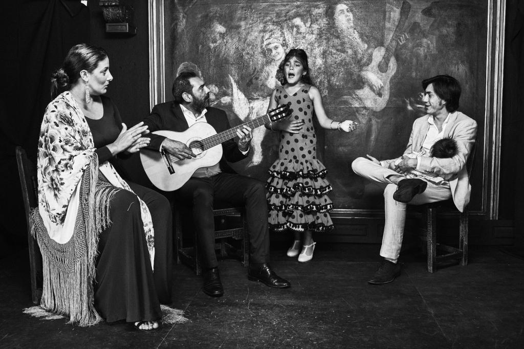 El flamenco se forma a base de ramificaciones folclóricas andaluzas...