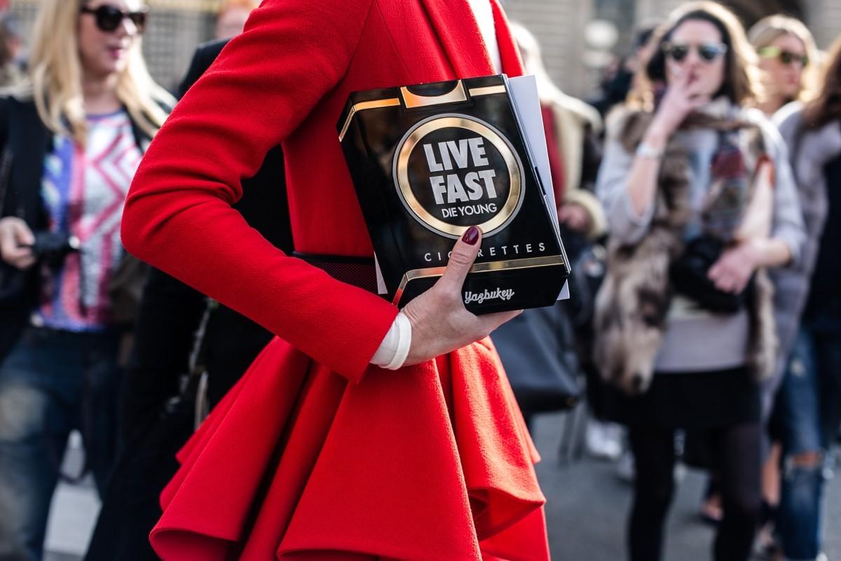 "Street style live fast  Foto: Getty images  ""Vive rápido"". El ritmo..."