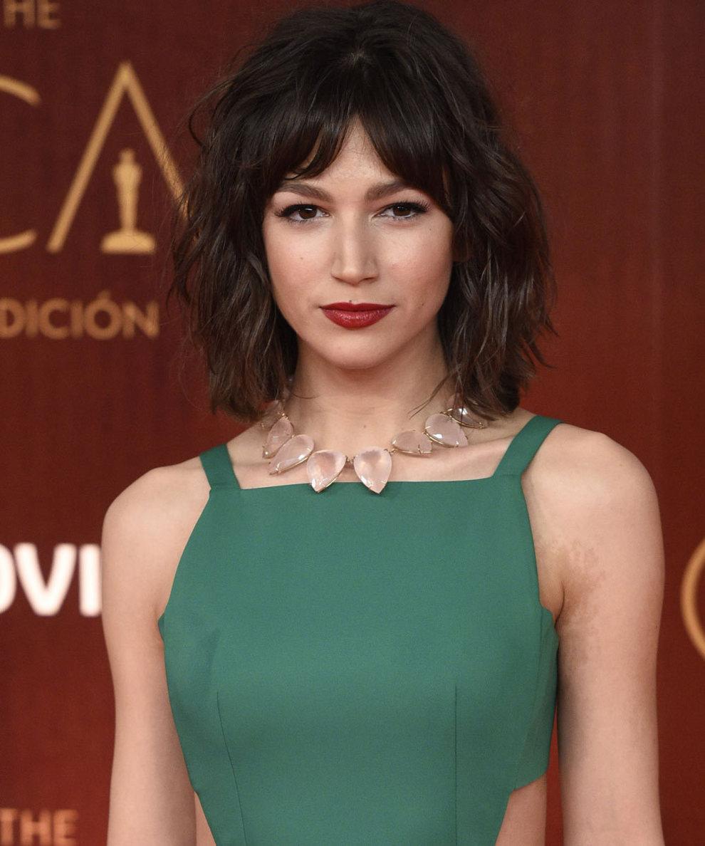 La actriz Úrsula Corberó sigue fiel a su long bob asimétrico y...