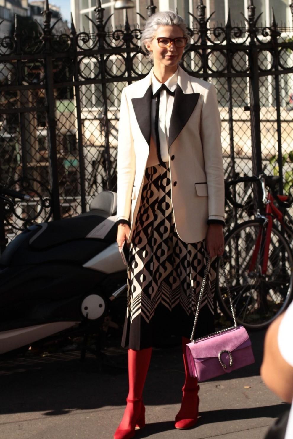 Esta original blazer de estilo masculino que combina los colores de la...