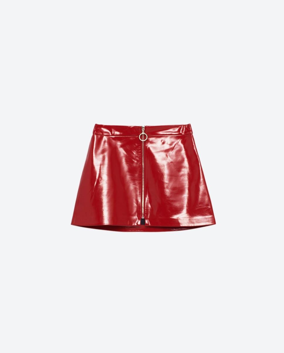 8e849b4be Comprarse la falda de charol o no  (He ahí la cuestión)