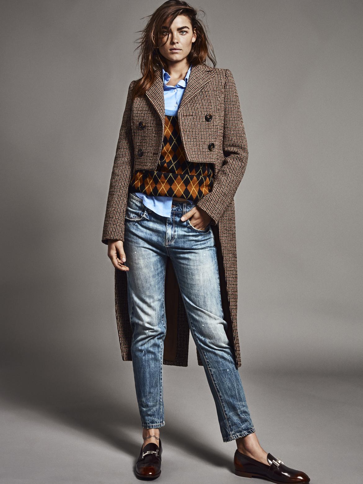 Abrigo de tweed tipo frac y jersey, MIU MIU; camisa masculina y...