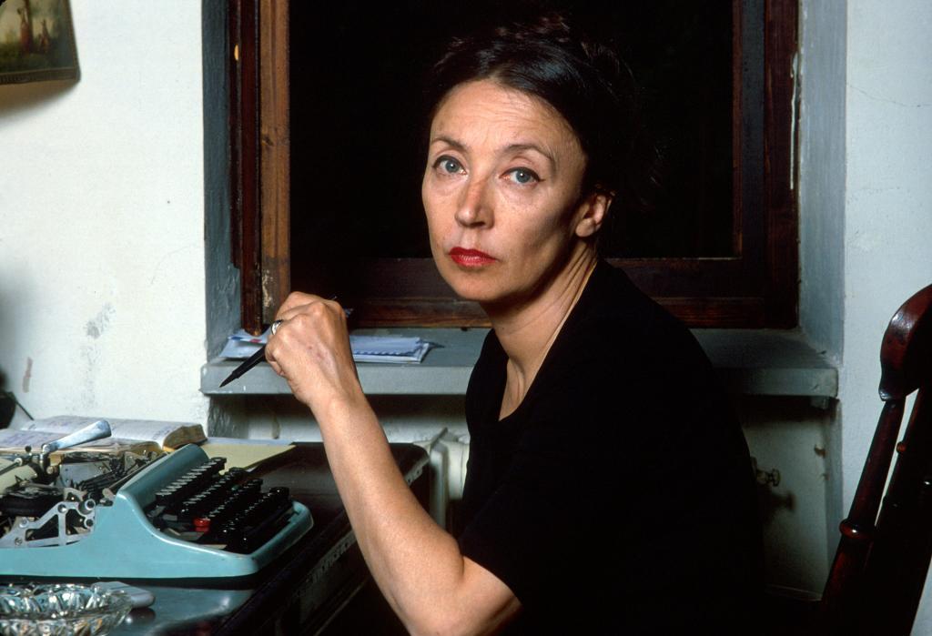 Edoardo Perazzi recuerda a su tía frente a la máquina de escribir,...