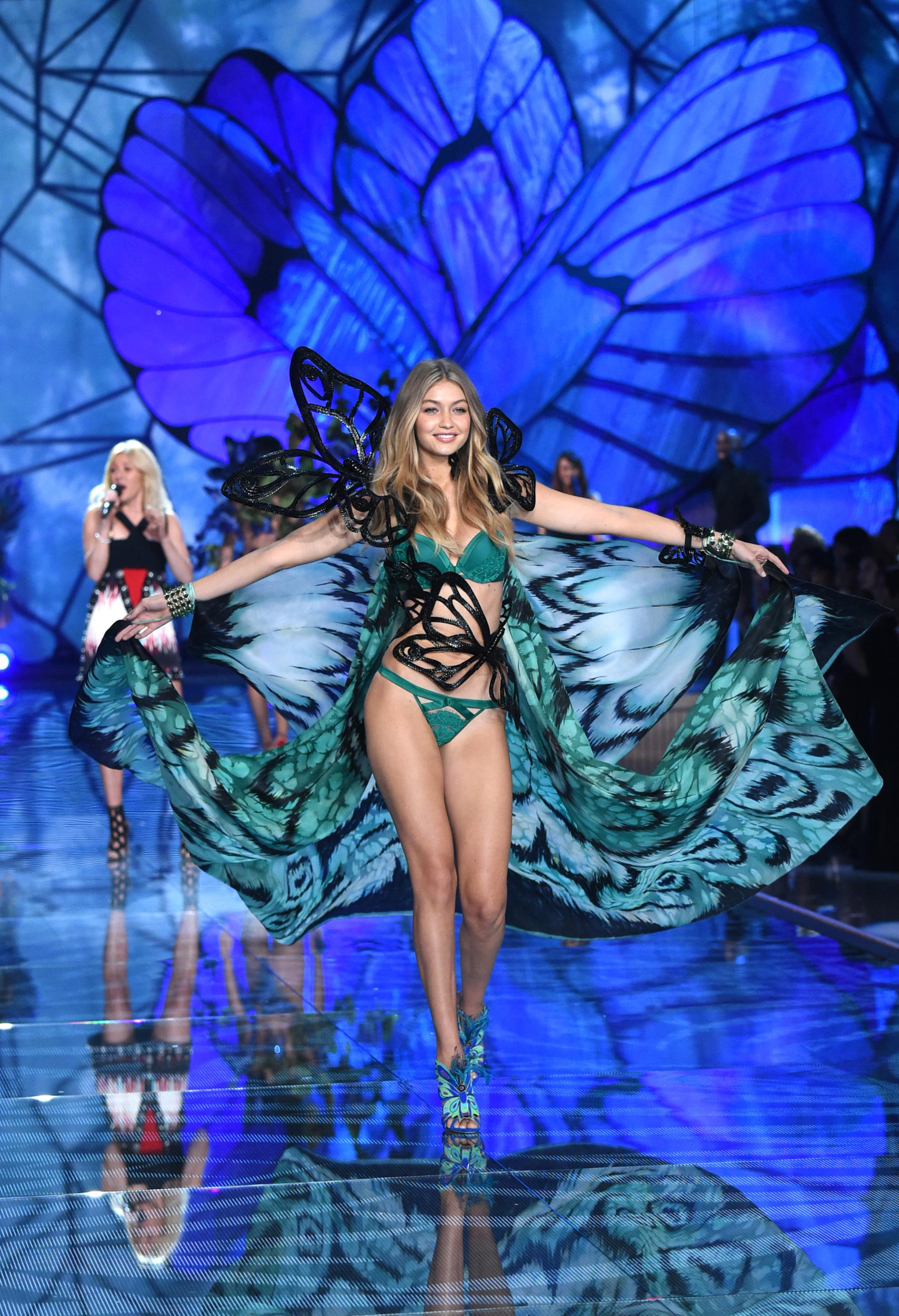 La modelo Gigi Hadid durante el fashion show de Victoria's secret de...