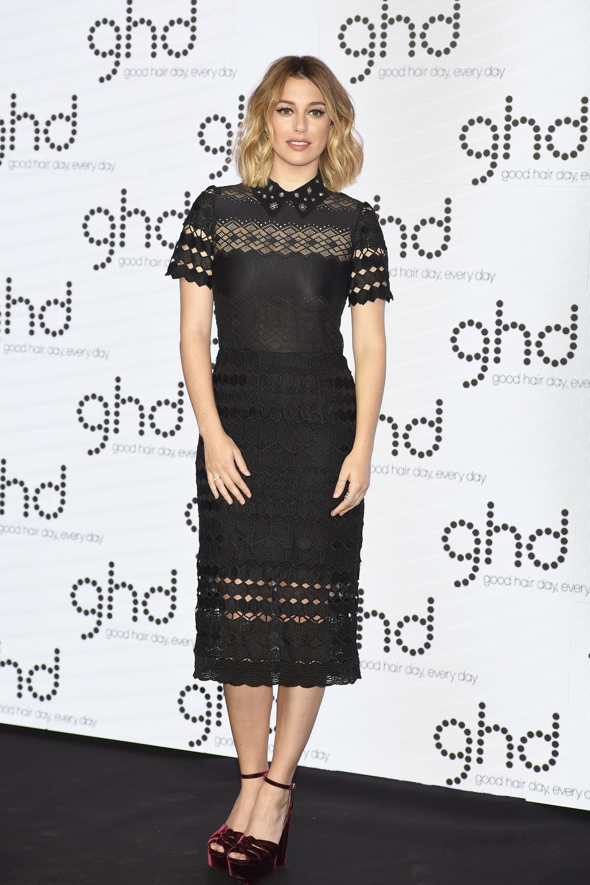 Blanca Suárez durante la presentación de GHD con vestido de Sandro y...