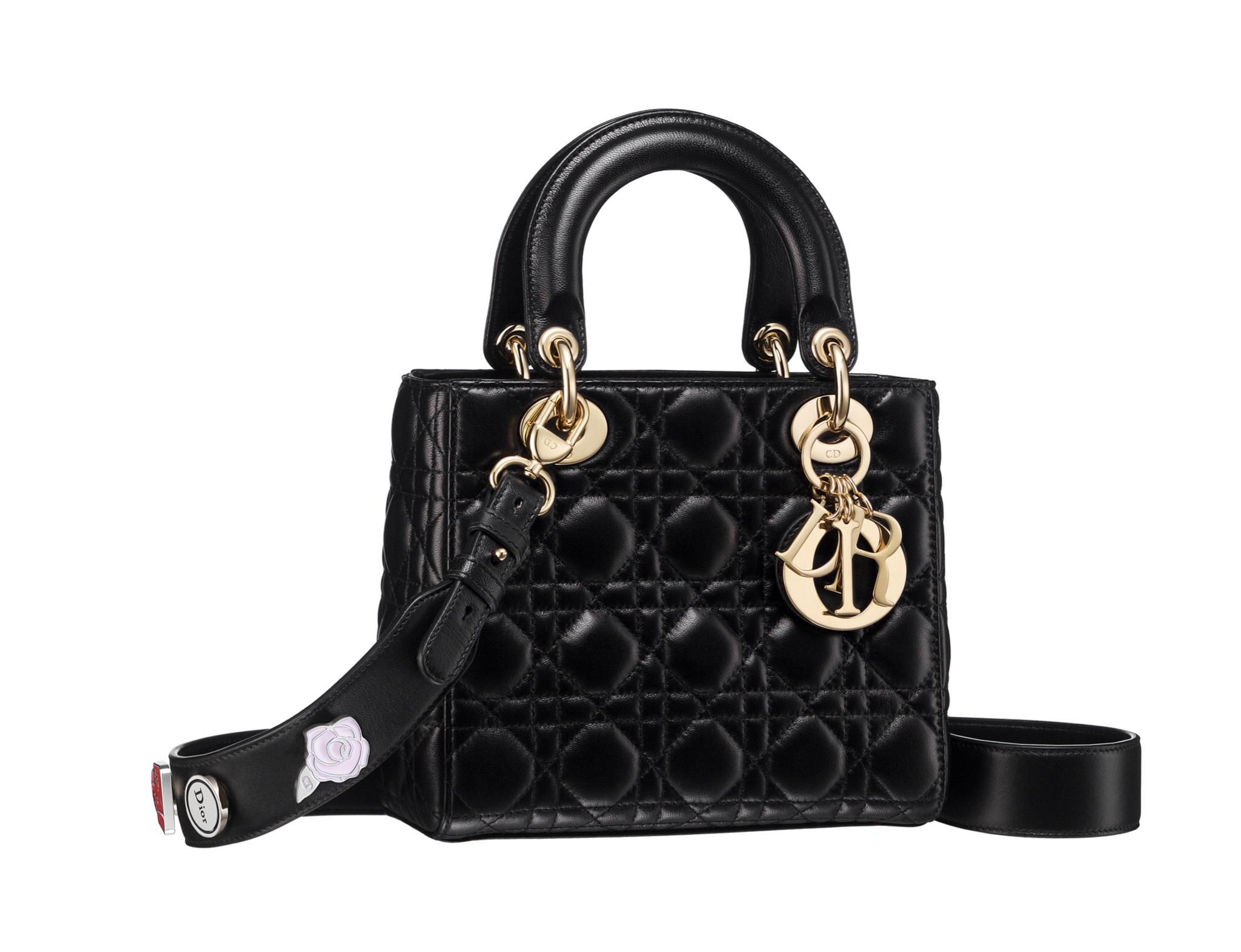 Nuevo Lady Dior de cuero negro brillante con detalles florales y asas...