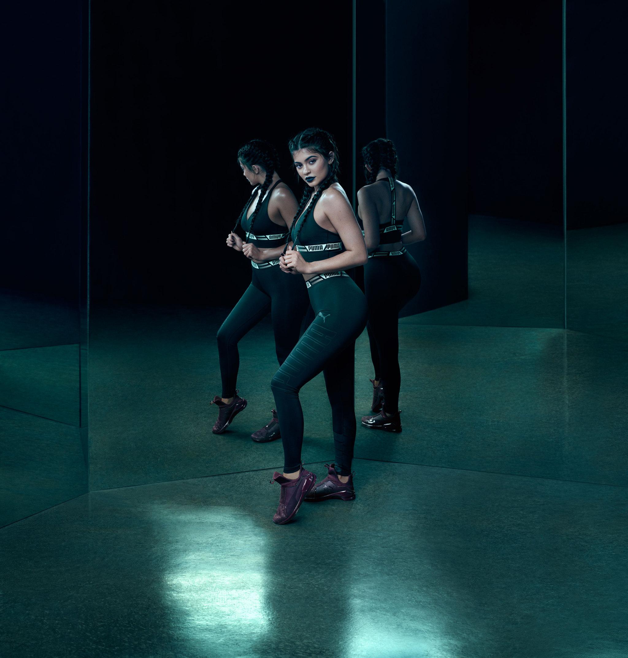Kylie Jenner nos presenta sus nuevas zapatillas training