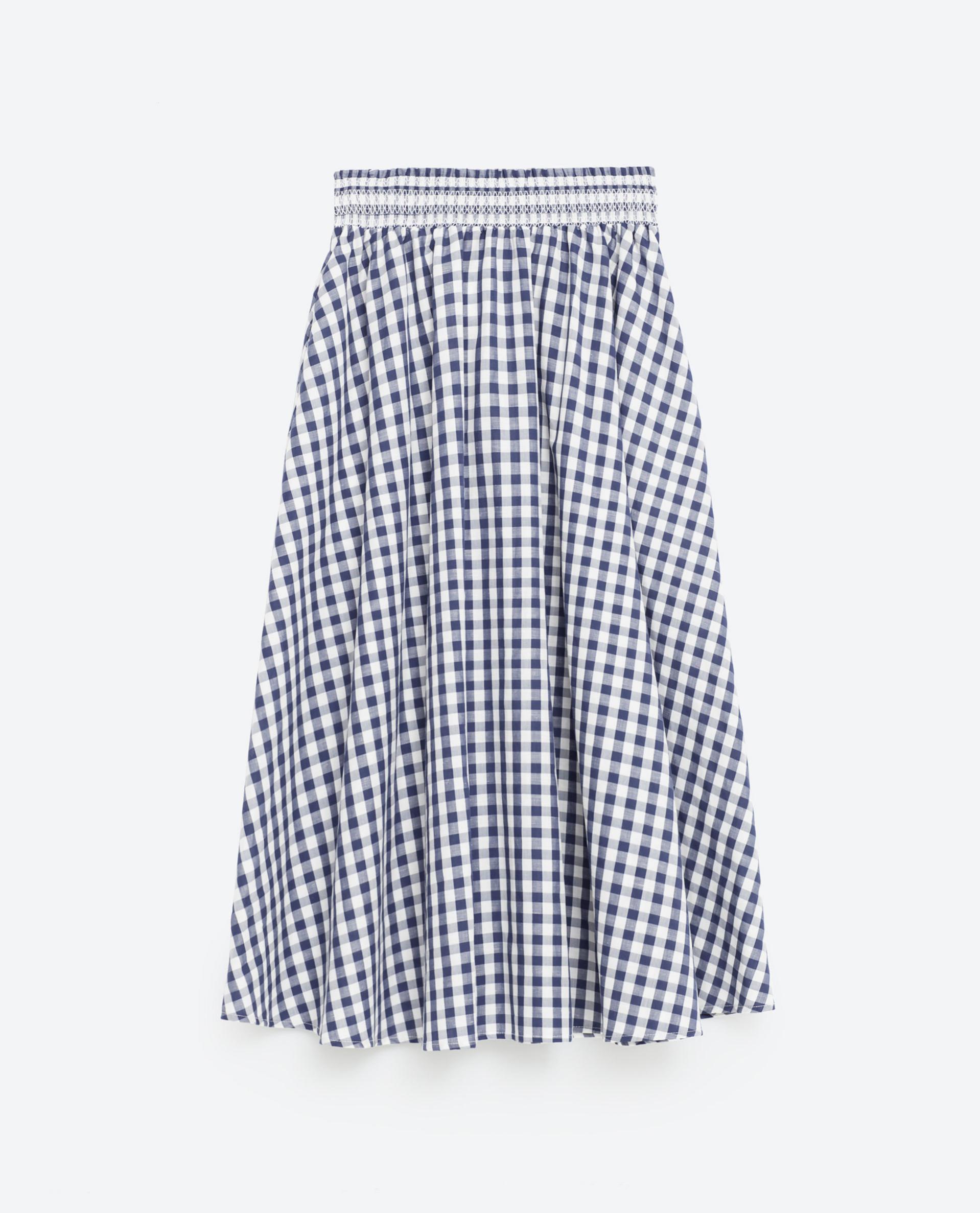 Falda de cuadros. De Zara, 29,95 euros.