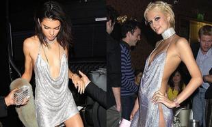 Kendall Jenner y Paris Hilton con el mismo mini vestido metalizado de...