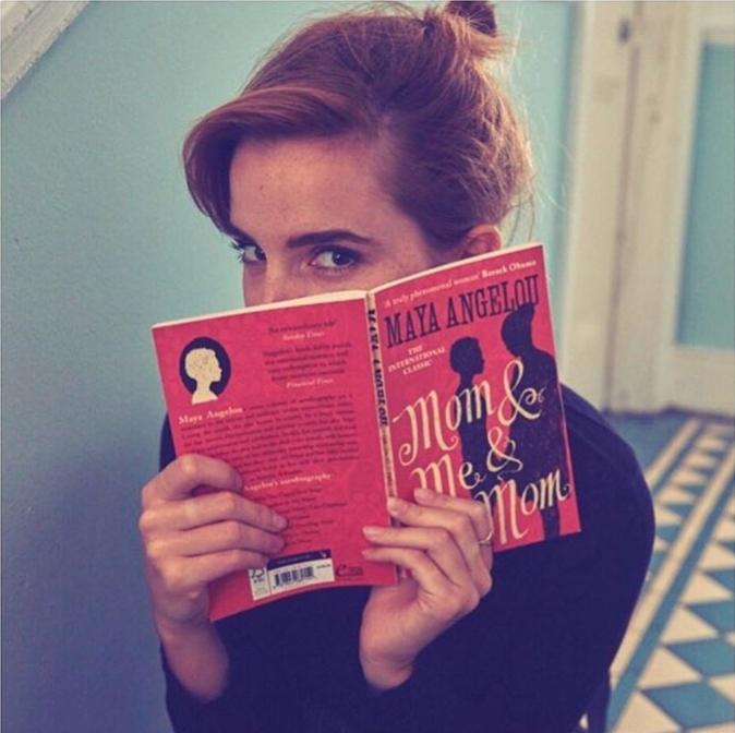 Emma Watson propone <em>Mom & Me & Mom</em> como lectura para este...