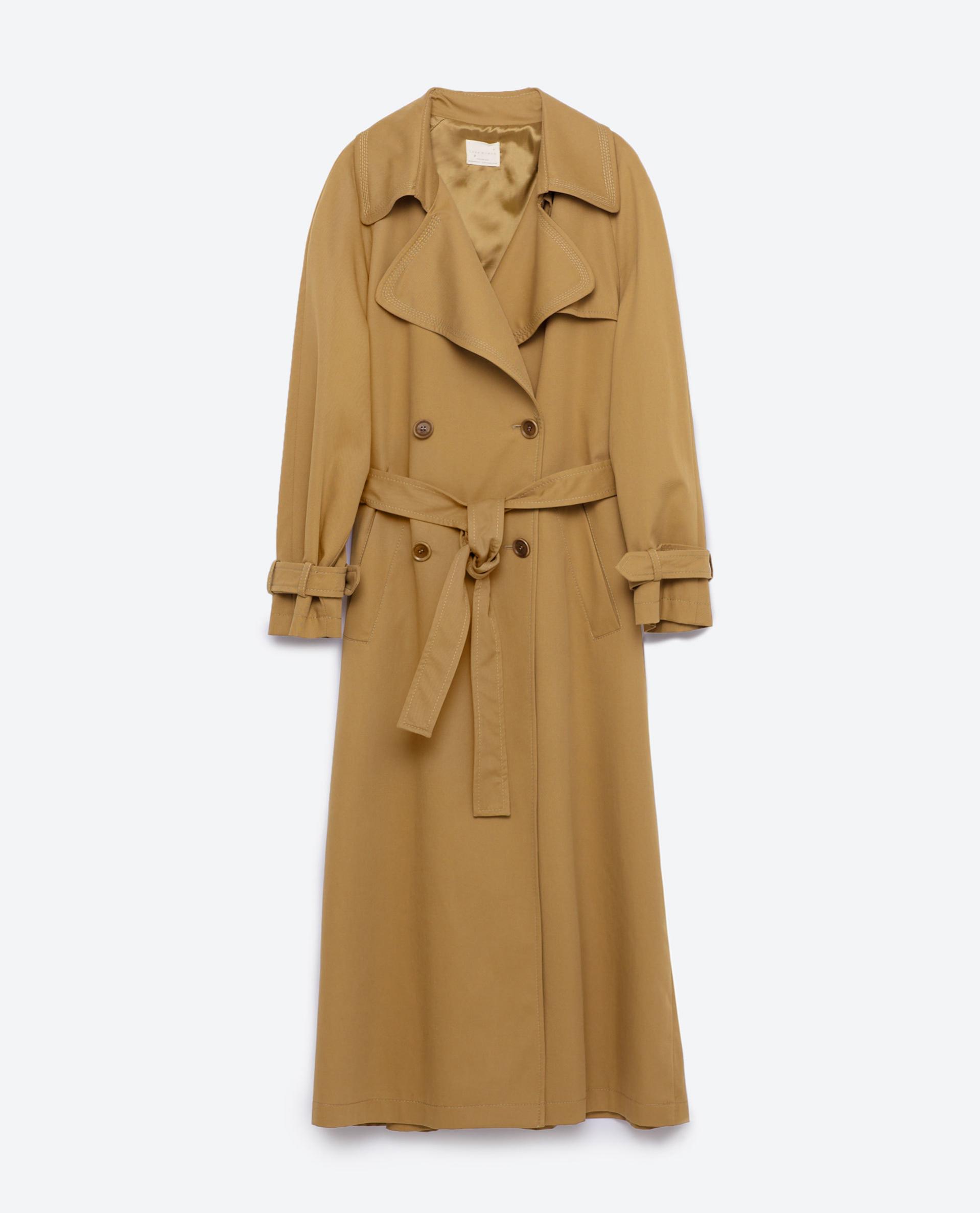 <em>Trench</em> largo. De Zara, 99,95 euros.