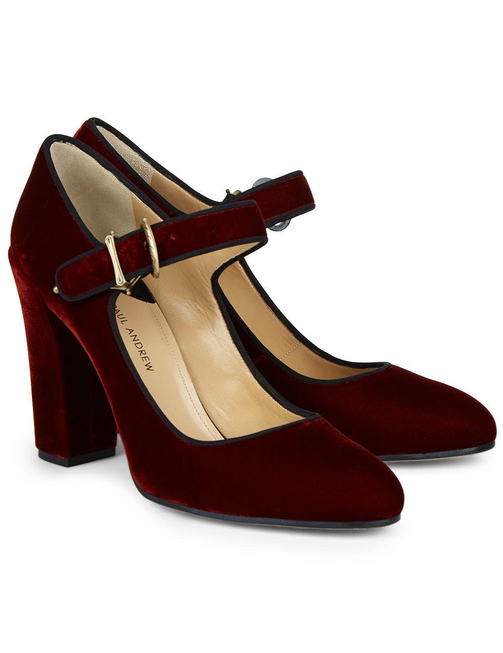 Zapatos de tacón y terciopelo. De Paul Andrew vía Avenue 32,...