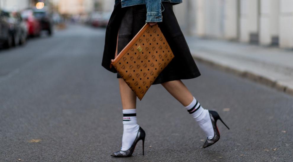Son muchas las que llevan calcetines incluso con salones.