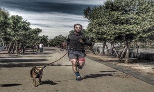 Dani Rovira entrenando con su perro Buyo.